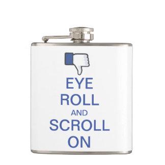 Rollo y voluta del ojo en Snarky Facebook Petaca