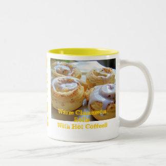 Rollos y café de canela taza dos tonos