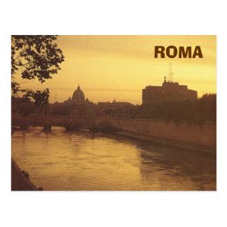 Roma en la puesta del sol, el río Tíber y San Postal