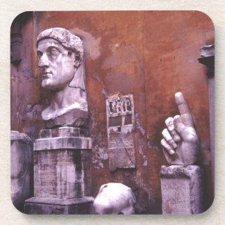 Roma esculpió a las partes del cuerpo posavaso