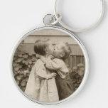 Romance del amor del vintage, niños que se besan,  llavero personalizado