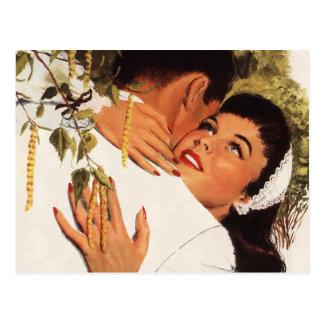 Romance del amor del vintage, par en un abrazo tarjeta postal