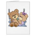 romance lindo de los pares del oso de peluche en e tarjeta