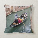 Romance: Venetian Gondolier Pillow Kussen