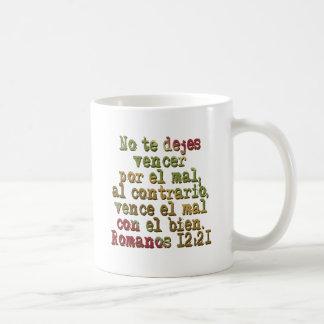 Romanos 12:21 coffee mug