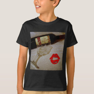 Romantic kiss Red wine glasses I Love Wine T-Shirt