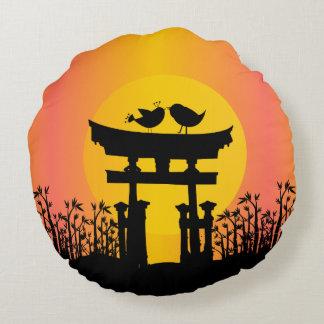 Romantic Love birds at sunset Round Pillow