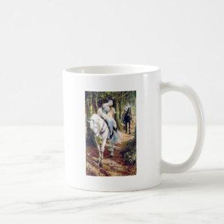 Romántico medieval del caballo blanco de la señora taza clásica