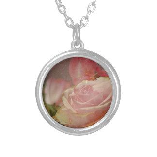 romántico subió ramo rosado de los rosas de las colgante redondo