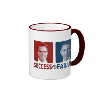 Romney contra Obama - éxito contra fracaso Taza A Dos Colores