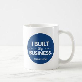 Romney Ryan construí mi negocio (azul) Taza Básica Blanca
