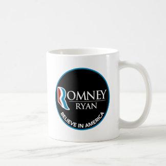 Romney Ryan cree en el negro redondo de América Taza Básica Blanca