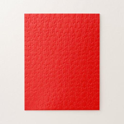 Rompecabezas con el fondo rojo de neón brillante