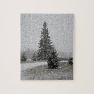 Rompecabezas de la nieve del árbol de pino n