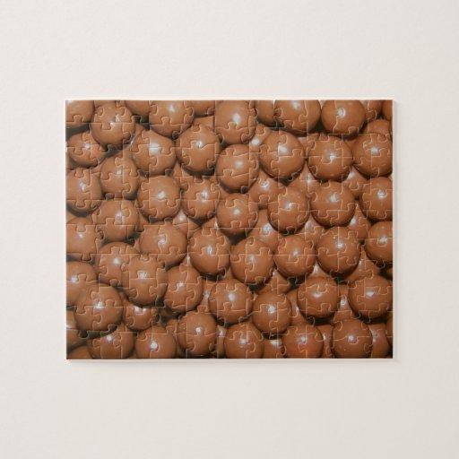Rompecabezas de las bolas del chocolate en lata