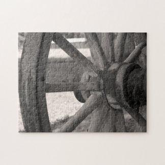 Rompecabezas de madera antiguo de la rueda de carr