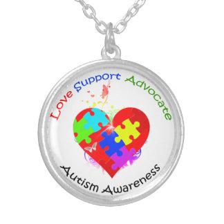 Rompecabezas del autismo en corazón colgante redondo