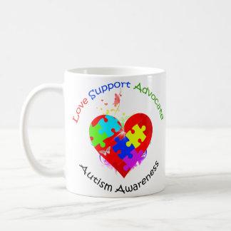 Rompecabezas del autismo en corazón tazas