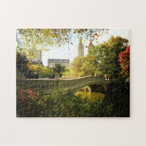 Rompecabezas del otoño del Central Park - puente d