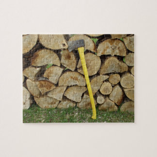 Rompecabezas del Woodpile y del hacha