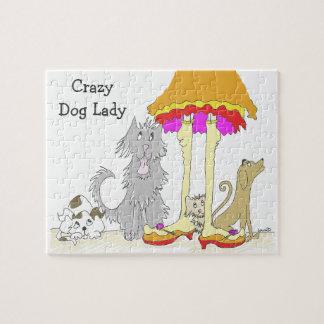 Rompecabezas en señora loca del perro de la