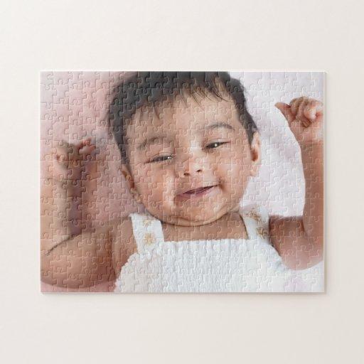 Rompecabezas infantil indio sonriente del bebé