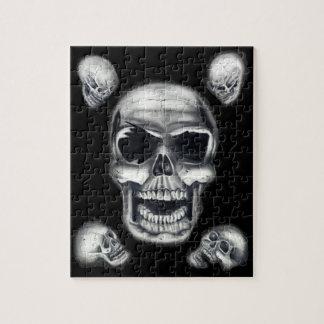 Rompecabezas negro de los cráneos humanos