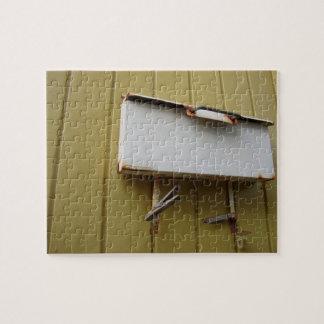Rompecabezas oxidado del buzón