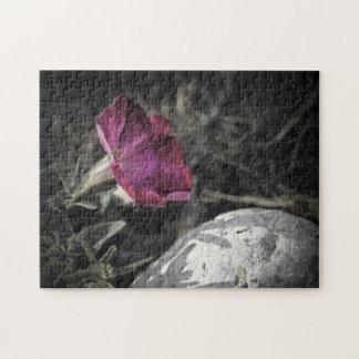 Rompecabezas rosado oscuro de la flor