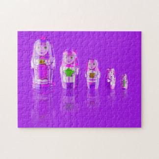 Rompecabezas ruso púrpura de las muñecas de