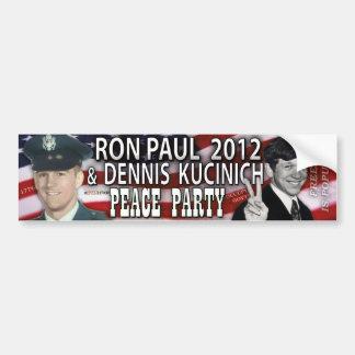Ron Paul y fiesta 2012 de la paz de Dennis Kucinic Etiqueta De Parachoque