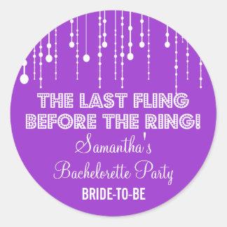 Ronda púrpura colgante del fiesta de Bachelorette Pegatina Redonda