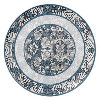 Rondas de la impresión azul y blanca del helecho plato