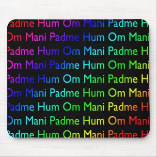 Ronquido de OM Mani Padme del arco iris (en negro) Tapete De Raton