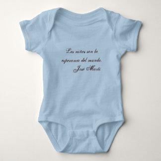 Ropa 1 (azul) del bebé de la poesía de Jose Marti Camisas