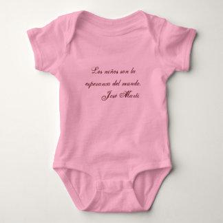 Ropa 1 (rosa) del bebé de la poesía de Jose Marti Remeras
