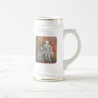 Ropa antigua de la muñeca jarra de cerveza