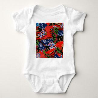 Ropa del bebé con collage colorido playeras