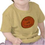 Ropa del bebé del truco o de la invitación camiseta