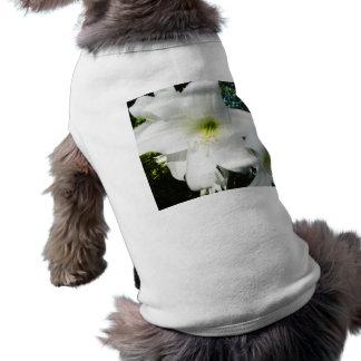 Ropa del mascota de los lirios blancos playera sin mangas para perro