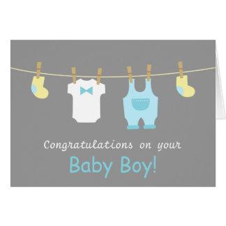 Ropa elegante y linda del bebé tarjeta de felicitación