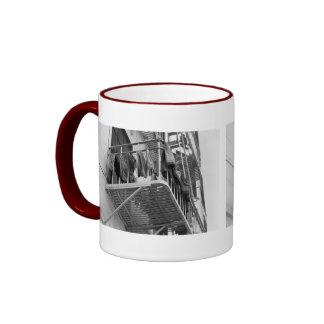 Ropa interior hacia fuera a secarse tazas de café