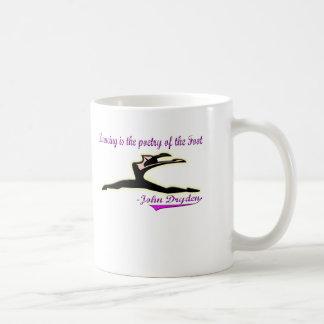 Ropa y mercancía del placer de los bailarines taza de café