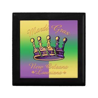 Ropa y regalos de la corona del carnaval cajas de regalo