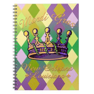 Ropa y regalos de la corona del carnaval cuaderno