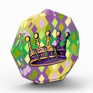 Ropa y regalos de la corona del carnaval