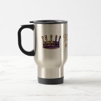 Ropa y regalos de la corona del carnaval taza de café