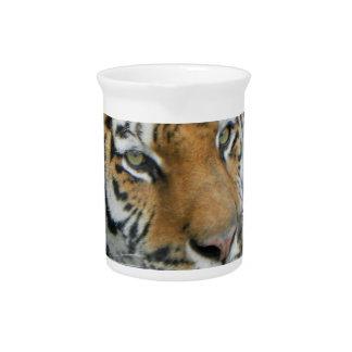 Ropa y regalos principales del tigre jarrón