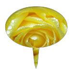 Rosa amarillo con descensos del agua decoraciones para tartas