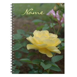 Rosa amarillo del cuaderno